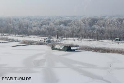 pegelturm_winter_2012_schiff_400